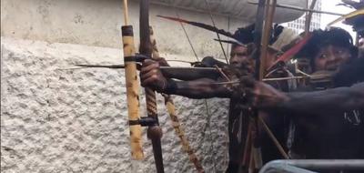 Videonun Avustralya'da yerlilerin aşılanmaya karşı verdiği tepkiyi gösterdiği iddiası